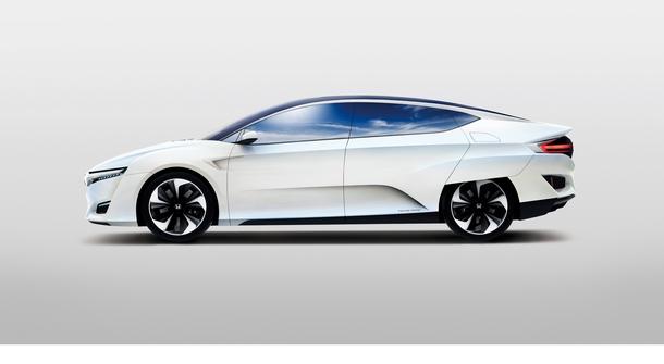 Honda FCV with 700 km Range