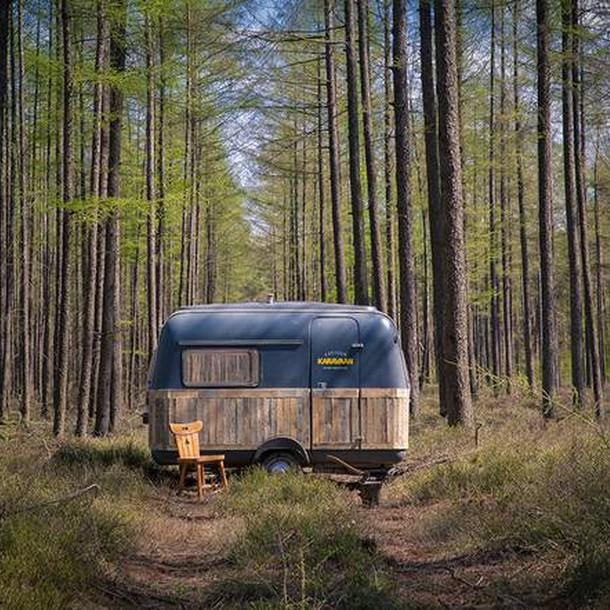 tiny-caravan-kantoorkaravaan-the-netherlands-exterior-humble-homes
