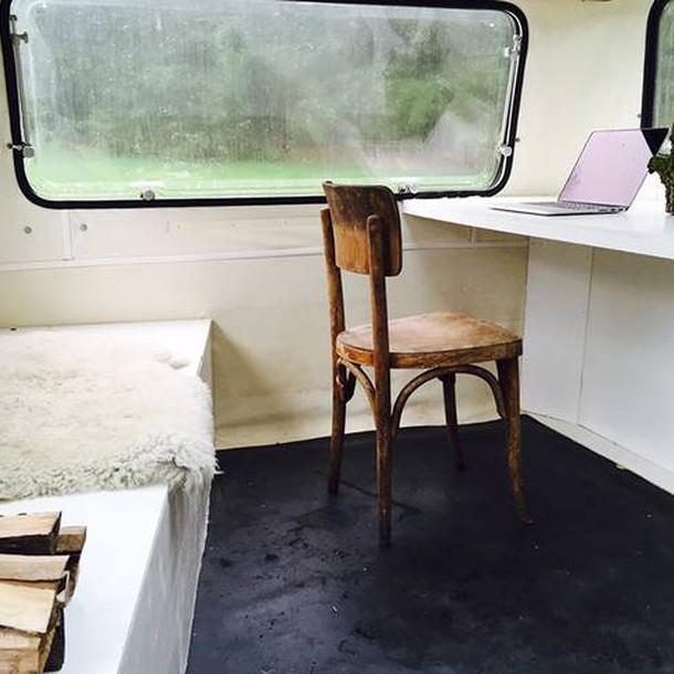 tiny-caravan-kantoorkaravaan-the-netherlands-interior-humble-homes