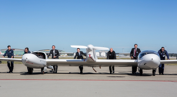 The first hydrogen fuel cell passenger aircraft took off