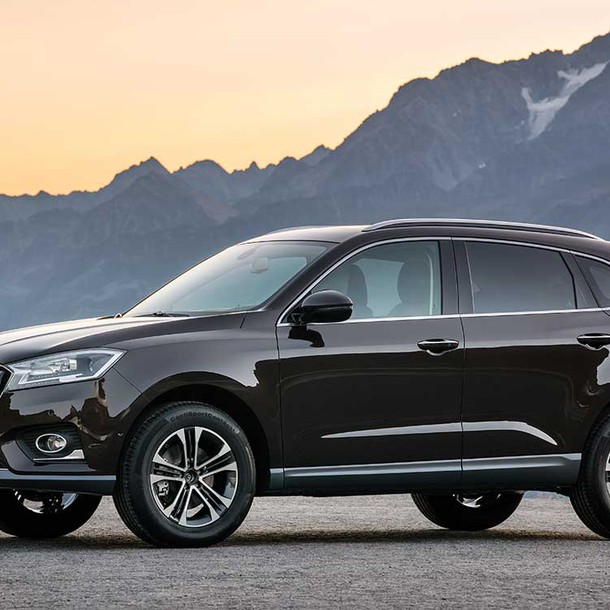 The new Chinese plug-in hybrid SUV with the German name Borgward BX7 should hit the road sometime in 2017.
