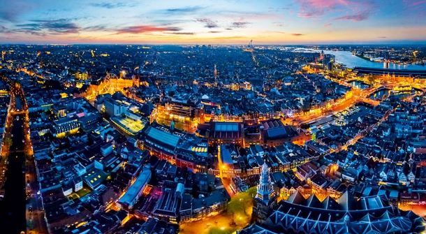 Amsterdam: Electric City Around the Canals