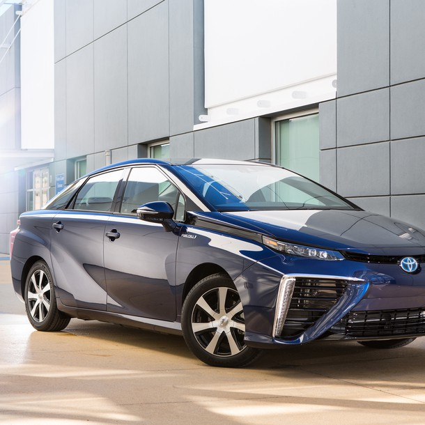 2016_toyota_fuel_cell_vehicle_001