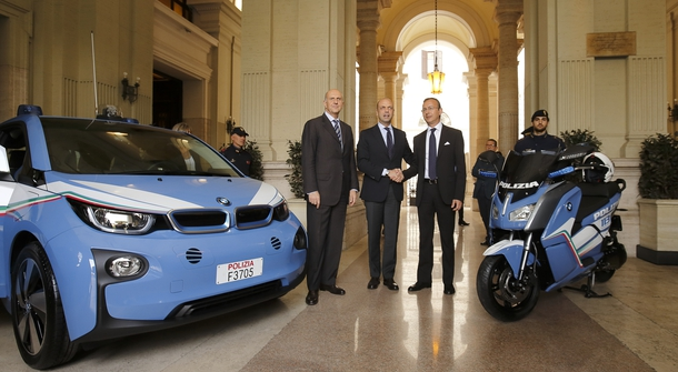 Italian police in new electric BMWs