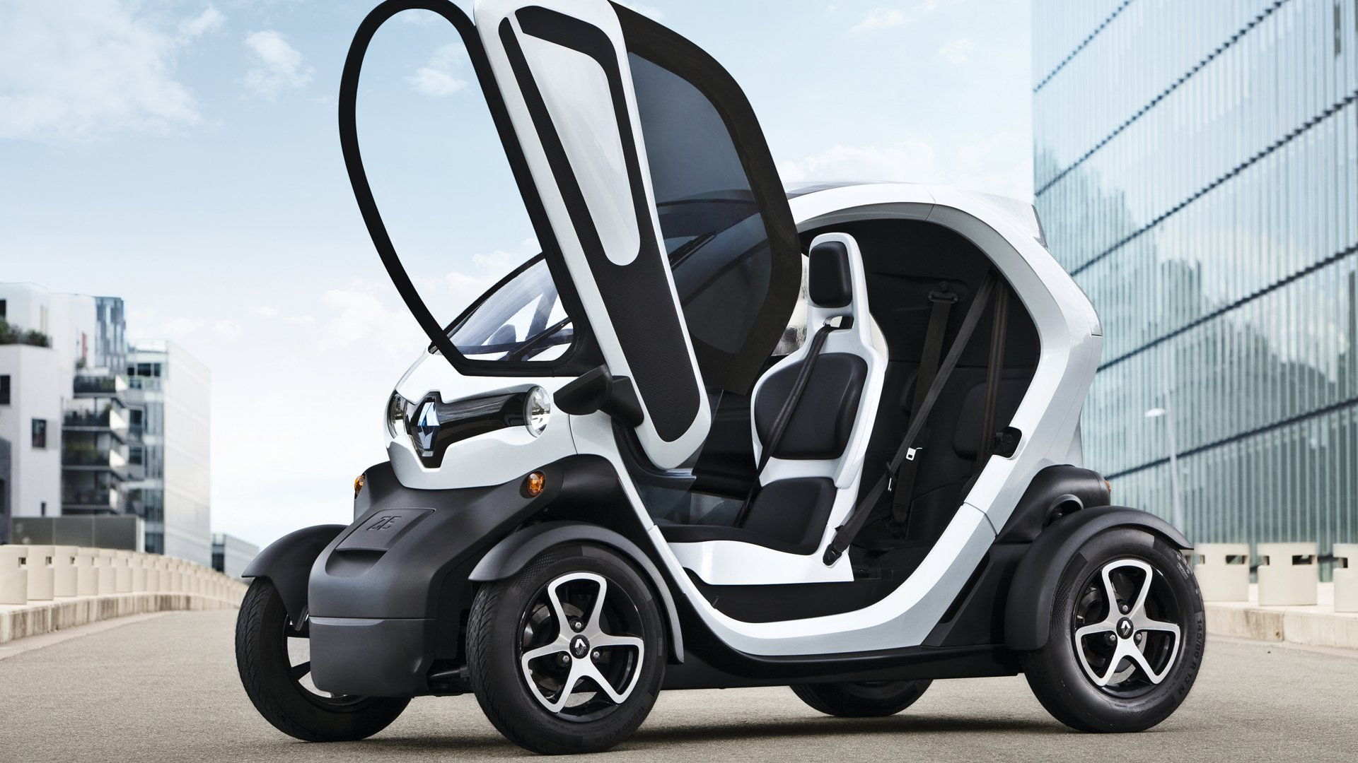 Renault Twizy Also For Year Old Drivers Driving Plugin