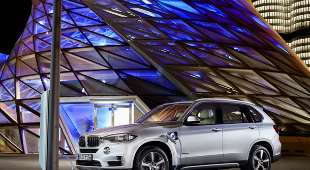 The X5's All‑Electric Range of Up to 31 Kilometers