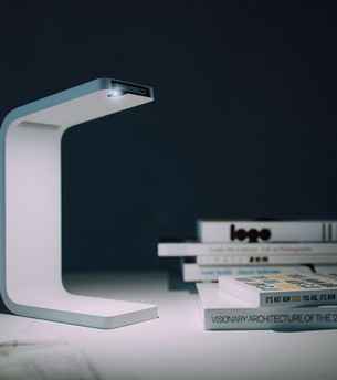 An Excellent Idea How to Turn Your Old iPhone Into a Modern Lamp