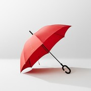 phone-brella-by-kt-design-means-you-can-now-text-in-the-rain-02