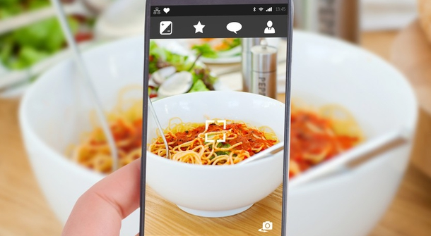 Phone at your dinner table? How rude!