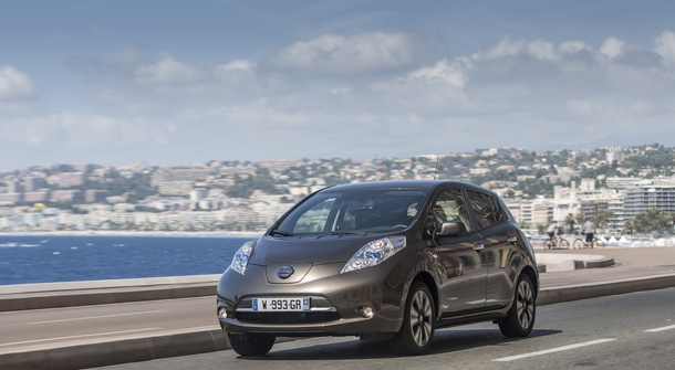 Nissan LEAF seduces with a new, longer range
