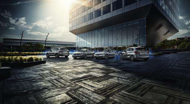BMW premiers iPerfromance plug-in hybrid luxury sedans
