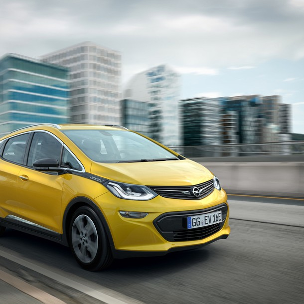 Opel will bring its affordable battery-electric crossover Ampera-e onto the streets in the first half of 2017.