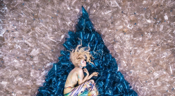 Mermaids Hate Plastic: stunning project by an artist Von Wong