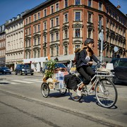 ikea_sladda_cykel_med_cykelvagn_i_farten-2