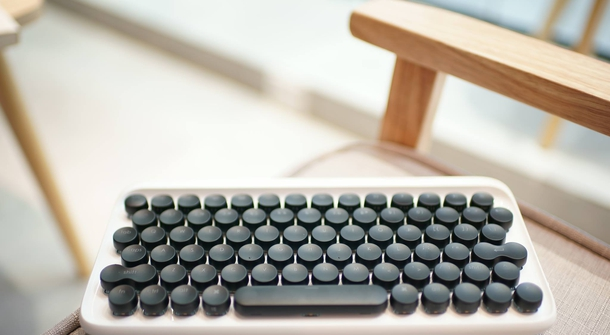 Lofree, the typewriter-inspired wireless mechanical keyboard