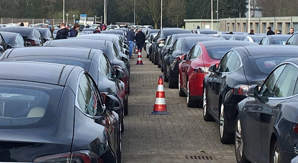 New record: 746 took part in the largest parade of electric vehicles
