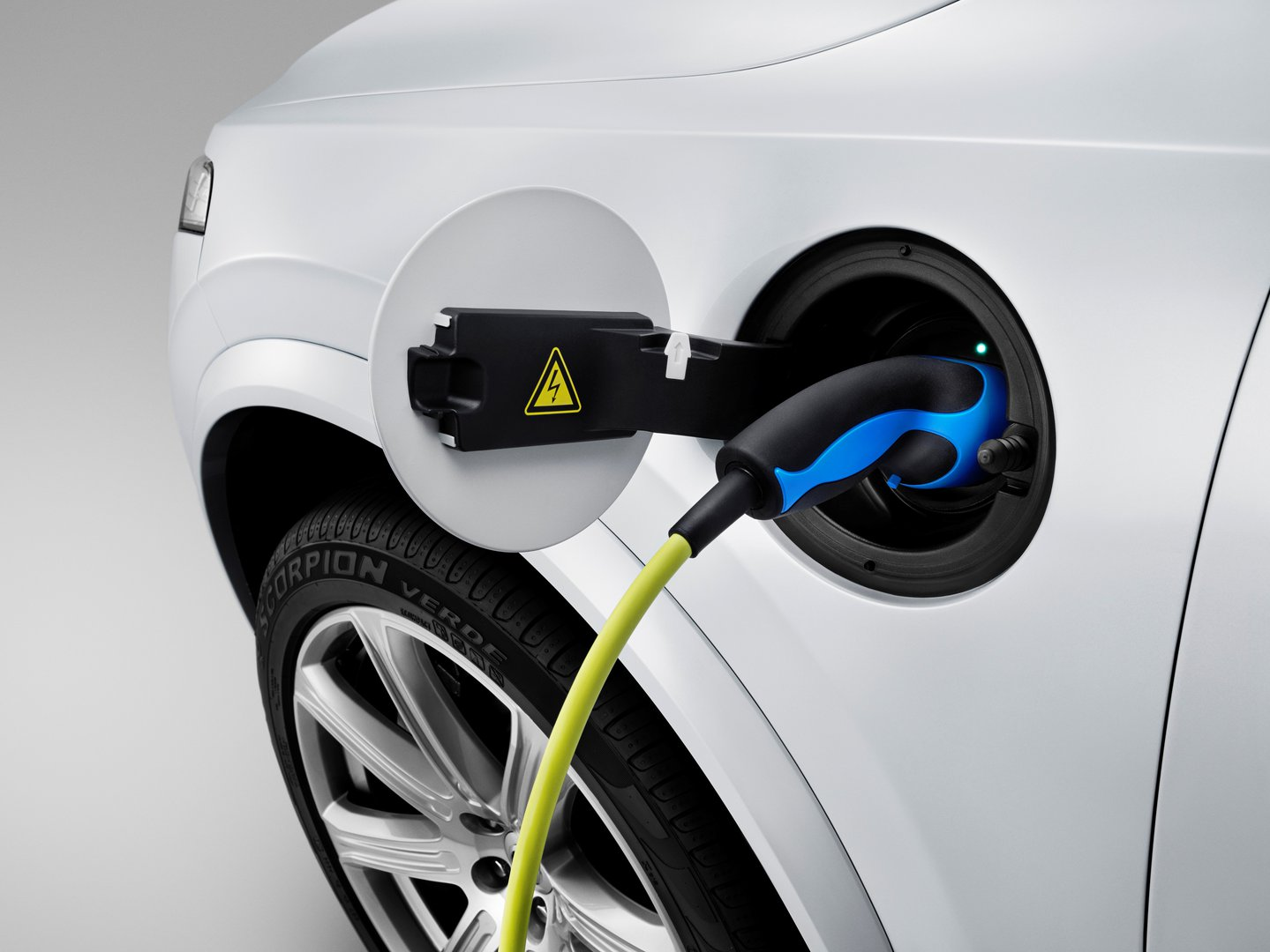 Volvo plans to manufacture its first all-electric car in China ...