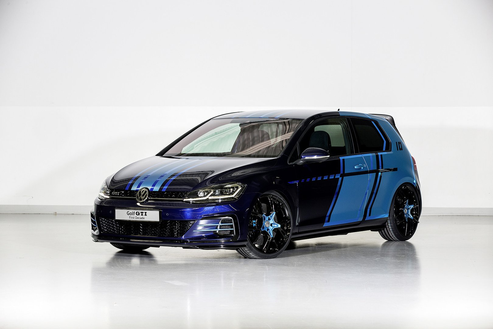 volkswagen s apprentices present the first electric gti at the rh plugin magazine com 2000 Golf GTI Golf GT