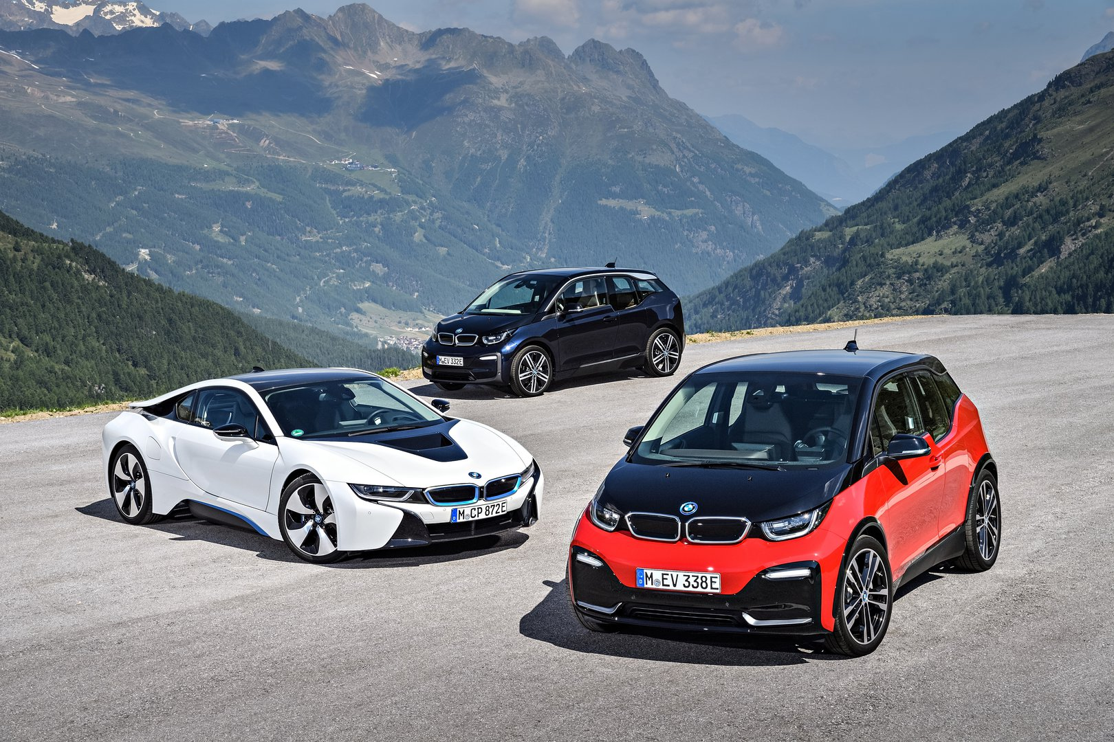 bmw i3 refreshed and with the new sportier version driving plugin. Black Bedroom Furniture Sets. Home Design Ideas