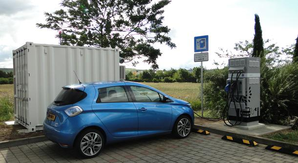 Electric vehicle fast charging with second-life batteries