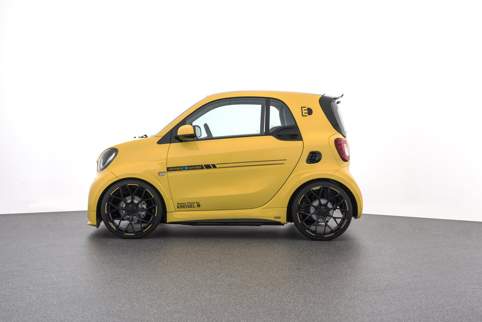brabus introduced an extremely sporty electric smart fortwo driving plugin. Black Bedroom Furniture Sets. Home Design Ideas