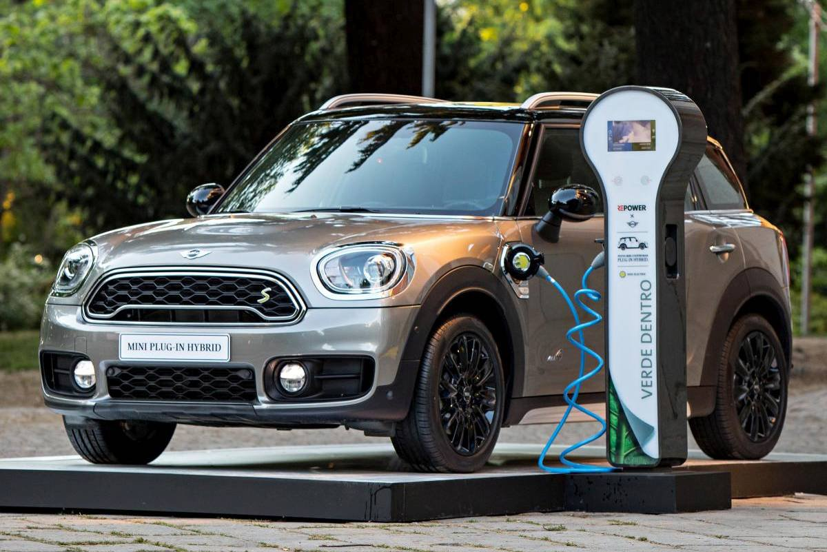 First Charge Mini Countryman S E All4 Driving Plugin