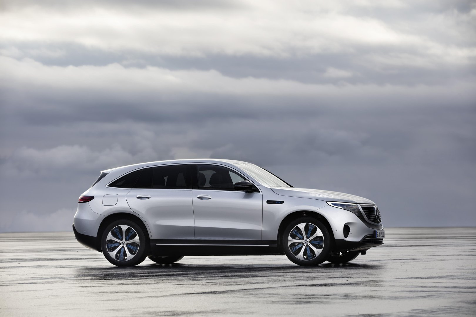 Daimler Is Ing Tesla Model X With Its First Electric Suv Mercedes Benz Eqc