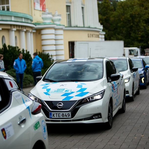 426235514_nissan_leaf_powers_marathon_across_europe