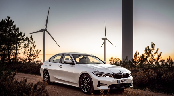 More electric range with new BMW 330e sedan hybrid