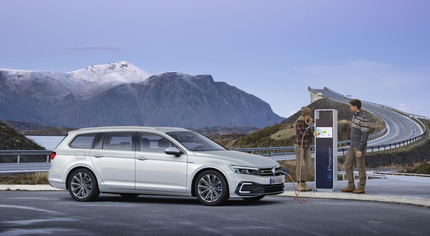 Updated Volkswagen Passat will offer partialy autnomous ride