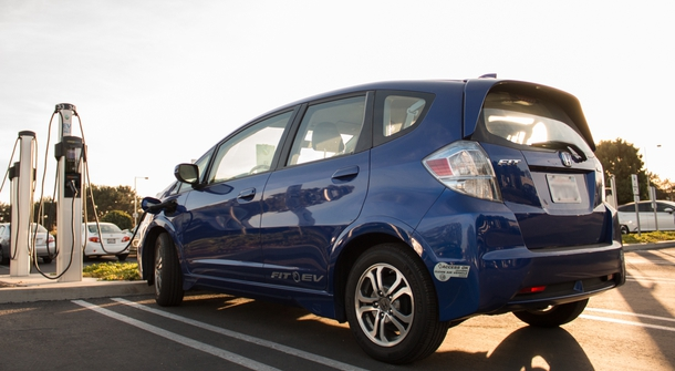 Honda to solve the question of old EV cars batteries