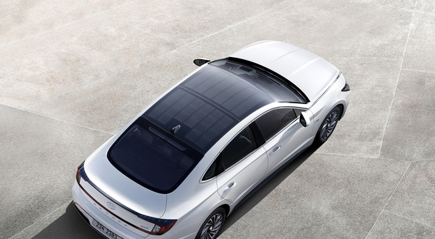 Hyundai instaling solar panels to Sonata hybrid